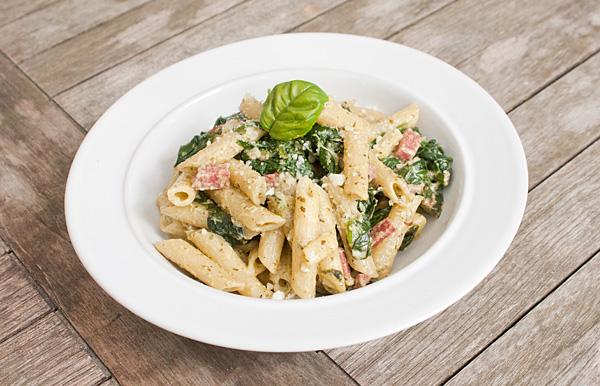 pasta met salami, spinazie en roomkaas