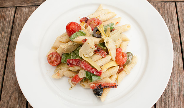 pastasalade met artisjok en chorizo